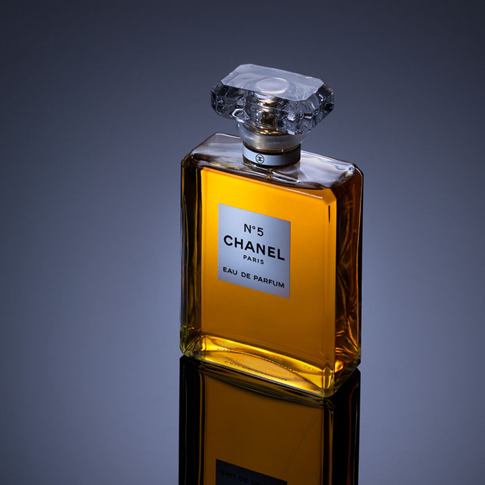 02. Perfume Photography: Complete perfume product photography & post retouching.
