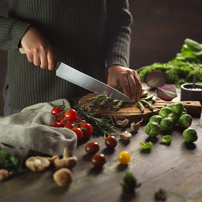 Lifestyle food photography: Chopping vegetables