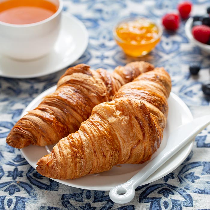 Simple food photography setup: Croissant